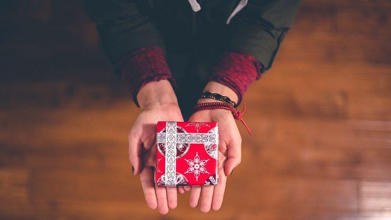 vender o regalar un regalo